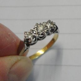 Ring - 18ct Gold 3 Diamonds