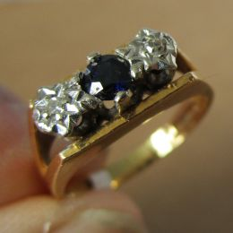 Ring 18ct Gold - Sapphire and Diamond
