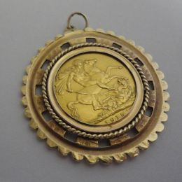 22ct Full Sovereign 1915 + 9ct Gold mount.