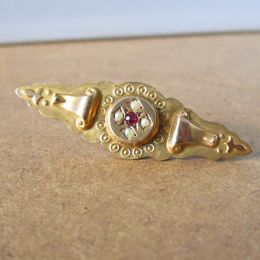 Bar Brooch 9ct Gold - Ruby & Seed Pearl
