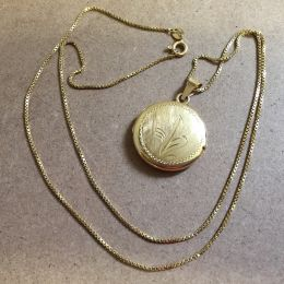 Necklace 18ct Locket & Chain