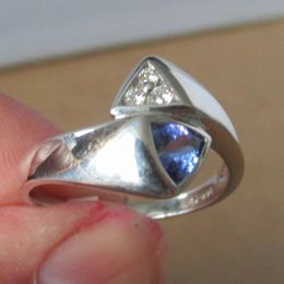 Ring 14ct White Gold - Tanzanite and Diamond