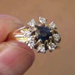 Ring 18ct Gold - Sapphire and Diamonds