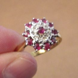 Ring 18ct Gold - Ruby and Diamonds