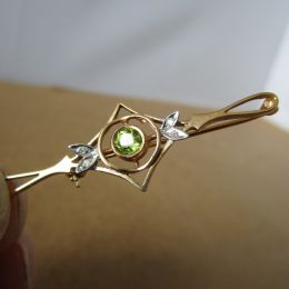 Bar Brooch 9ct Gold - Peridot and Diamonds