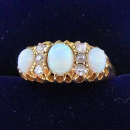 Ring 18ct Gold - Opal & Diamond