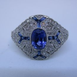 Ring Platinum - Sapphire and Diamonds