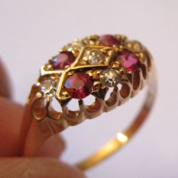 Ring 18ct Gold - Ruby & Diamonds