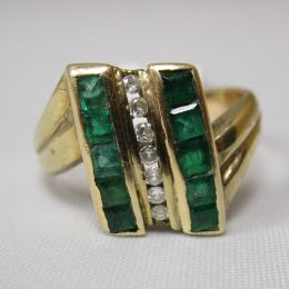 Ring 9ct Gold - Emeralds & Diamonds