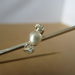 Bar Brooch 9ct Gold - Pearl and Diamonds