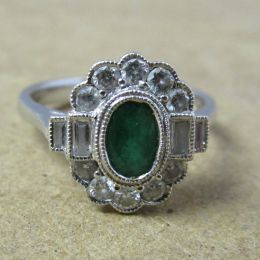 Ring 18ct White Gold - Emerald & Diamond