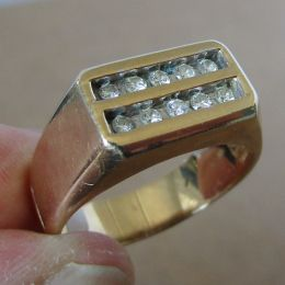 Gents Ring 9ct Gold - Diamonds.