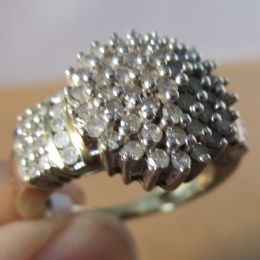 Ring 9ct Gold - Diamond Cluster