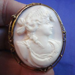 Antique White carved Cameo Brooch - 9ct Brooch