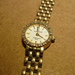 Ladies 9ct Gold Watch set with Diamonds