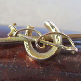 Bar Brooch 9ct Gold - Horseshoe and Whip