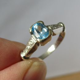 Ring 18ct Gold - Blue Topaz and Diamond