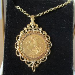Gold Sovereign Victoria 1894 - Mount & Chain