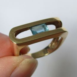Ring 9ct Gold - Blue Topaz