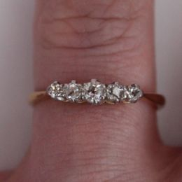 Ring 18ct Gold and 5 Diamonds