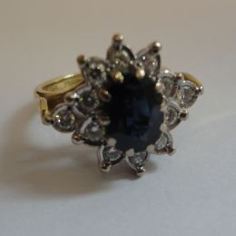 Ring 18ct Gold - Saphire and Diamonds