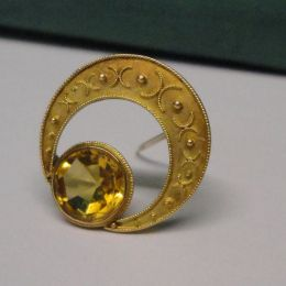 A 15ct Gold Brooch - Citrine