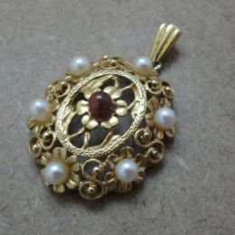 Pendant 9ct gold - Ruby and Pearl