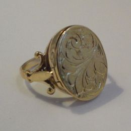 Ring - 9ct Gold Locket / Poison