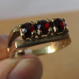 Ring  9ct Gold - Garnet